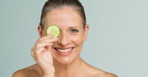 Tous les dermatologues conviennent que les antioxydants sont bons pour la peau car ils aident à combattre les radicaux libres